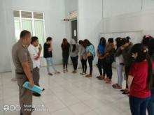 Satpol PP dan Damkar Pasbar Amankan Belasan Wanita Pemandu Kafe