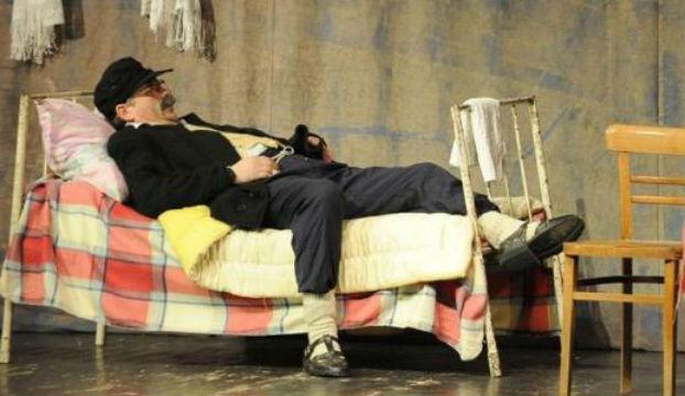 crnogorac u krevetu predstava 1