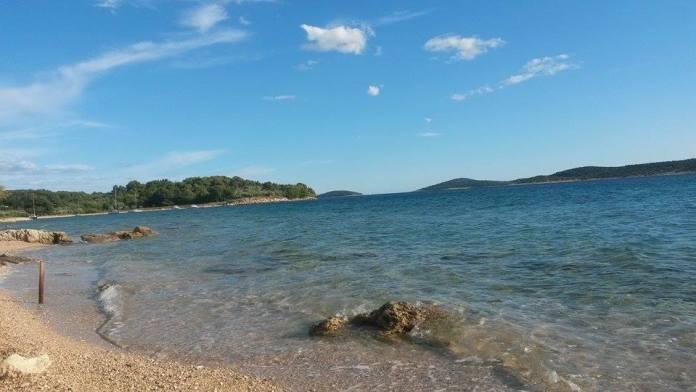 otok_prvic_plaza_ljeto (1)