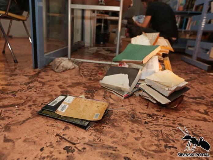 knjiznica poplava 1