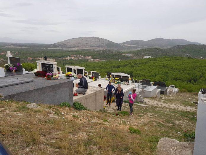 svi sveti groblja (7)