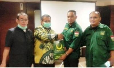 Ketua Dewan Pimpinan Cabang (DPC) PBB Kota Tangsel M. Yopi Rianda berfoto bersama dengan Calon Walikota dan Wakil Walikota yang diusungnya