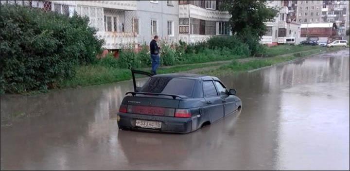 Omsk - flooded car