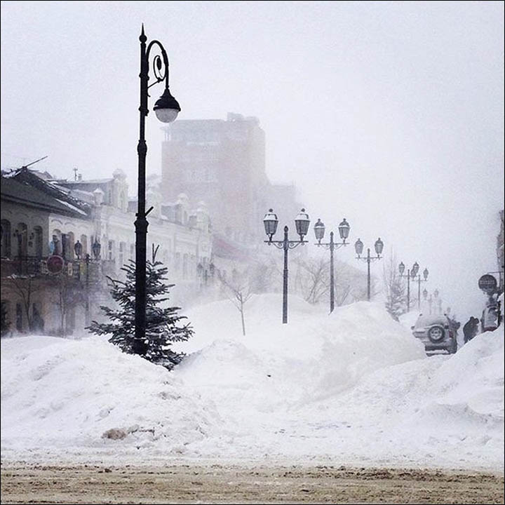 Six weeks of snow hits Vladivostok in two days