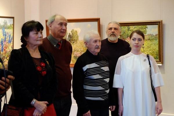 Выставка «Вся «Дуся!» в ГЦИИ: мечты о знойном лете