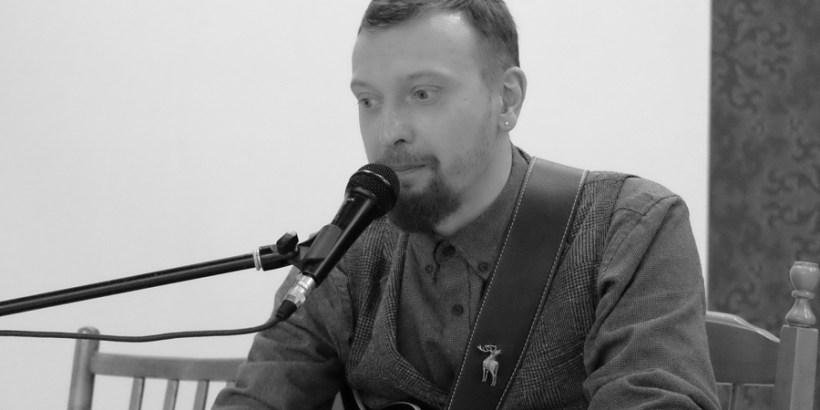 Илья Оленев в галерее Джазиум. Фото: Александр Симушкин
