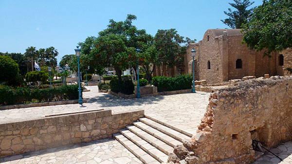 Руины монастыря в Айя Напе