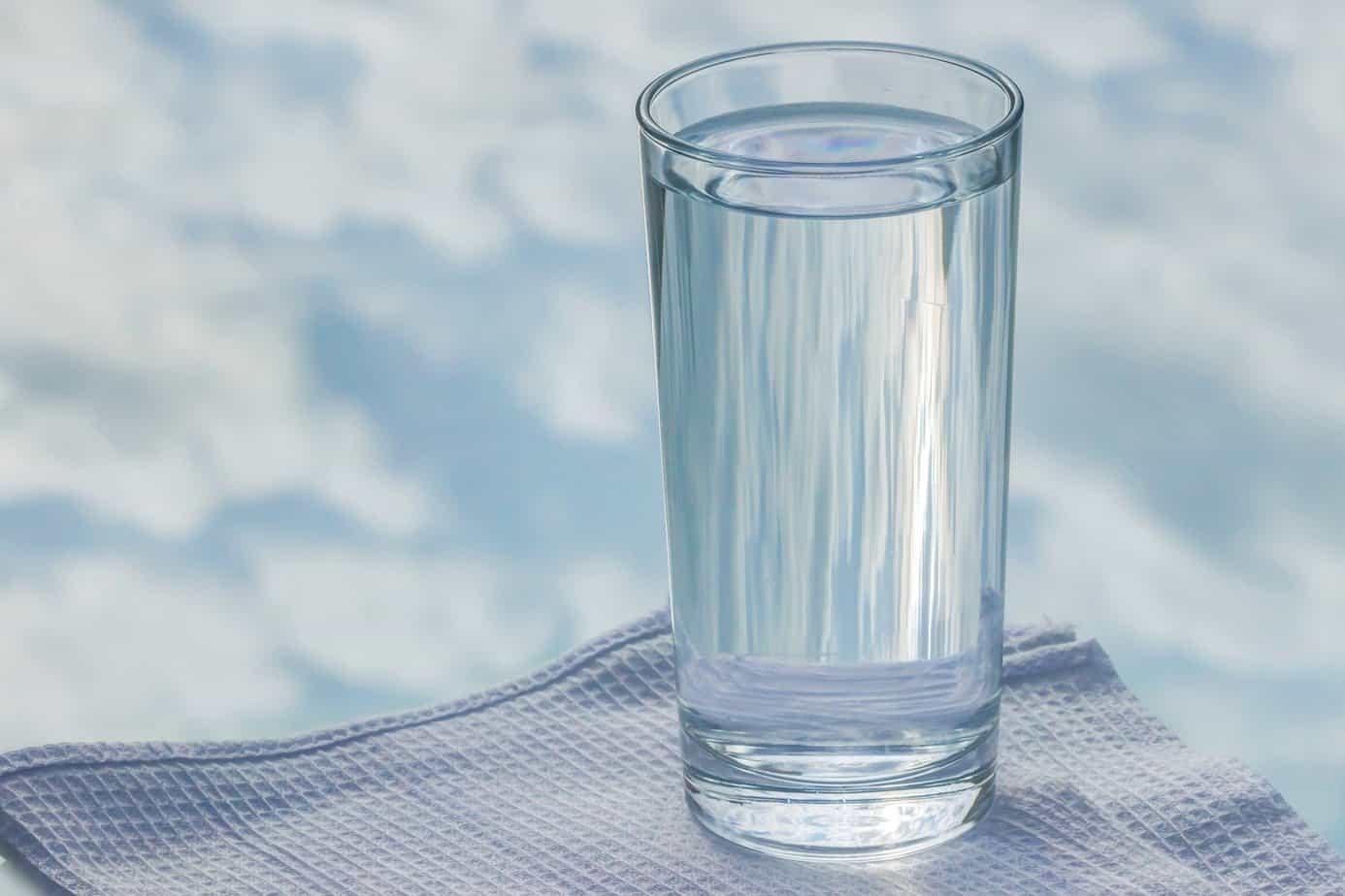 Wasser Glas gesund trinken