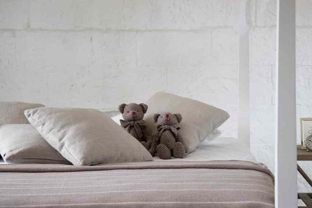 das perfekte Bett einrichten für guten Schlaf