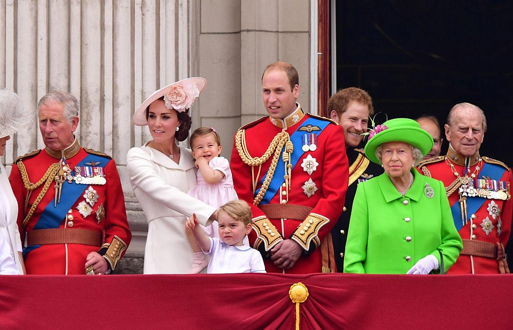 Rigide regole di corte per la famiglia reale inglese vietato il Monopoli