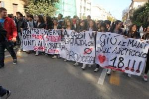 Manifestazione di studenti per il diritto allo studio e al lavoro (Foto Paolo Furrer)
