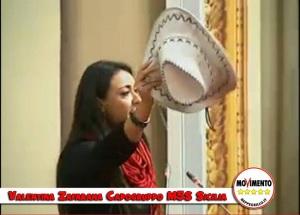 La parlamentare Valentina Zafarana durante un'azione simbolica nei confronti di Crocetta