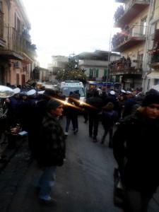 L'arrivo dell'ambulanza a Bordonaro per soccorrere il giovane ferito
