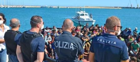 sbarchi-polizia_migranti