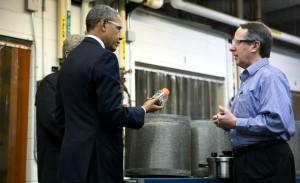 Bruce Dale riceve il presidente Obama nel suo laboratorio