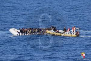 migranti, Nave Fulgosi - 21 febbraio - Inizio soccorsi imbarcazioni