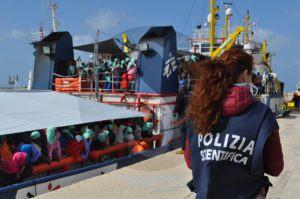 nave Dignity I_Pozzallo_Ragusa_26_04_16_sicilians