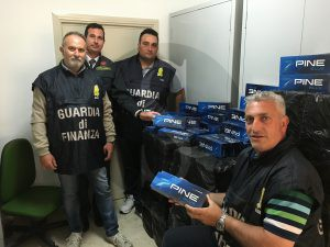 Trapani_Guardia_di_Finanza_sigarette_23_05_16_Sicilians