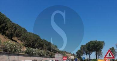 Auto in fiamme in autostrada all'interno della galleria Calavà, Traffico in tilt: oltre 3 km di fila
