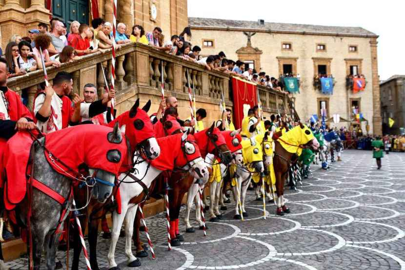 The Norman Palio in Piazza Armerina takes place every year from 12th to 14th August. On the afternoon of the 13th young knights, noblemen and women parade..