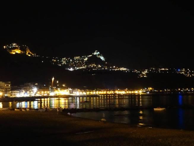 Джардини Наксос ночью