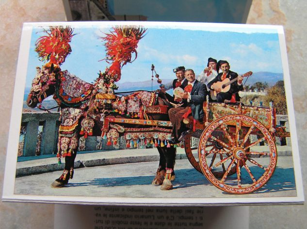 Sicilian carriage, something you rarely see nowadays, sadly ...