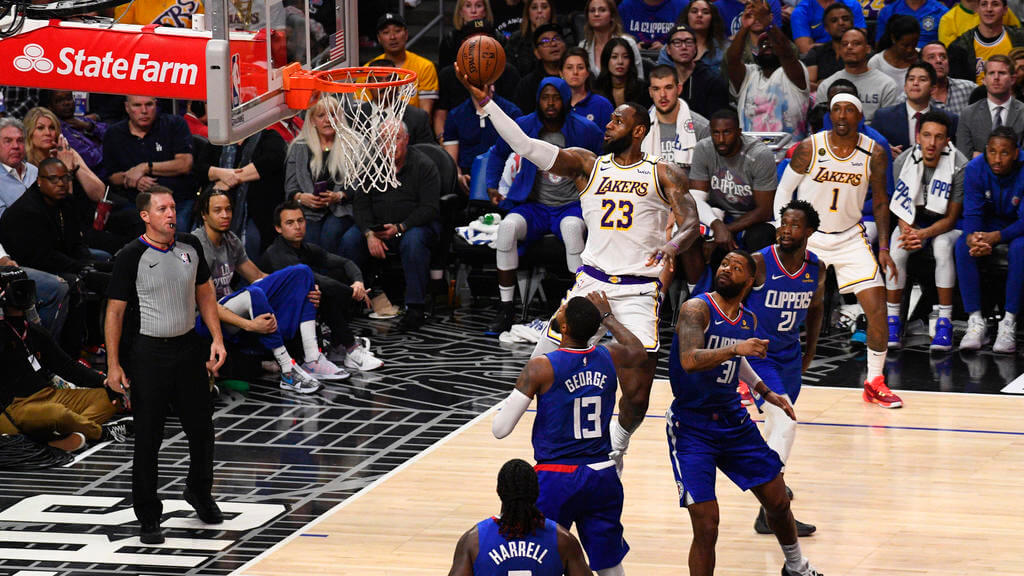 LOS ANGELES, CA - MARCH 08: Los Angeles Lakers Forward LeBron James 23 drives to the basket during a NBA, Basketball Herren, USA game between the Los Angeles Lakers and the Los Angeles Clippers on March 8, 2020 at STAPLES Center in Los Angeles, CA.