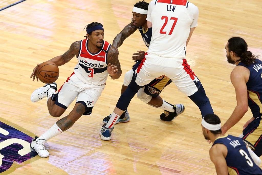 Washington Wizards guard Bradley Beal (3) dribbles around a pick by teammate Alex Len (27) during the second quarter against the New Orleans Pelicans at the Smoothie King Center.