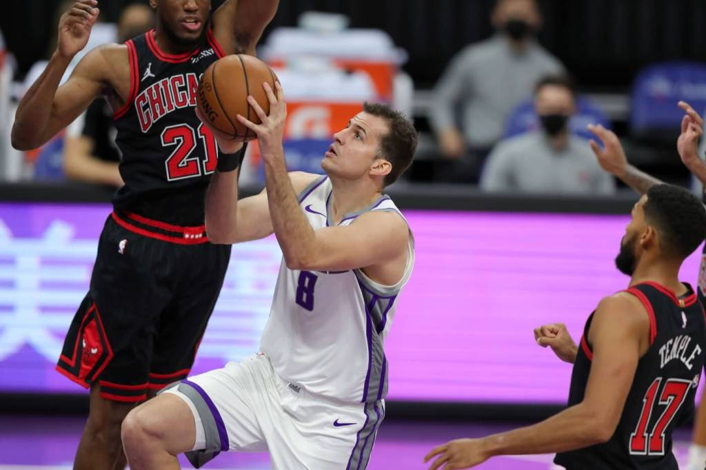 Sacramento Kings forward Nemanja Bjelica (8) drives to the basket past Chicago Bulls guard Garrett Temple (17) during the first quarter at Golden 1 Center.
