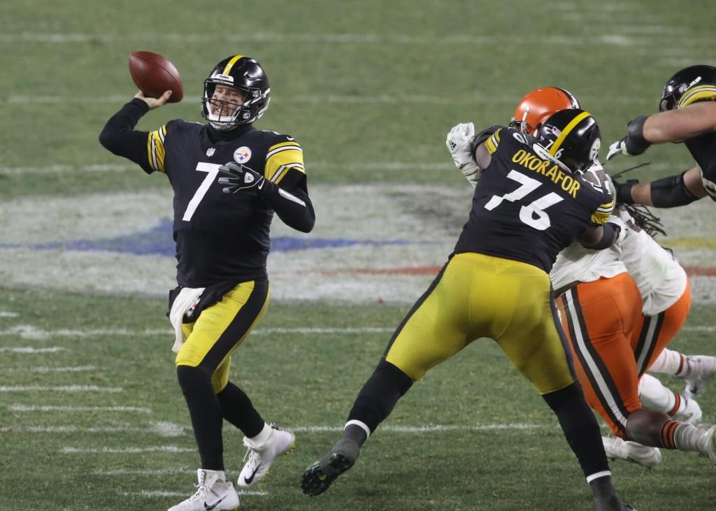 Pittsburgh Steelers quarterback Ben Roethlisberger (7) throws a pass against the Cleveland Browns in the fourth quarter of an AFC Wild Card playoff game at Heinz Field.