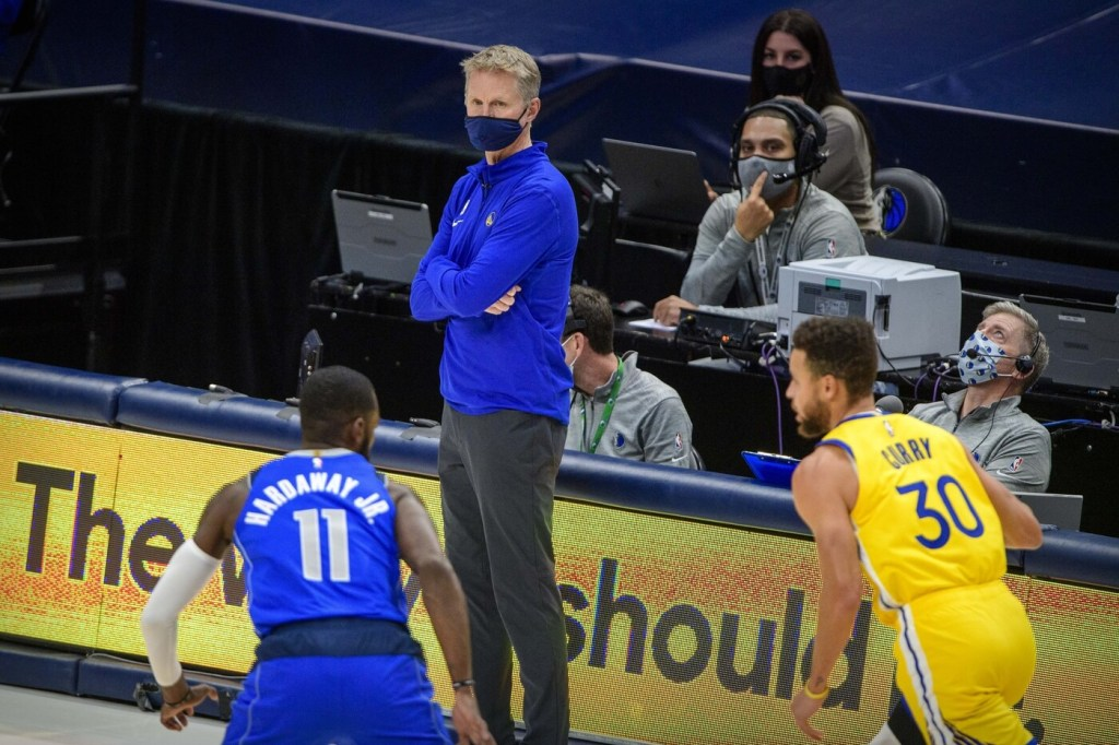 Golden State Warriors head coach Steve Kerr during the game between the Dallas Mavericks and the Golden State Warriors at the American Airlines Center.