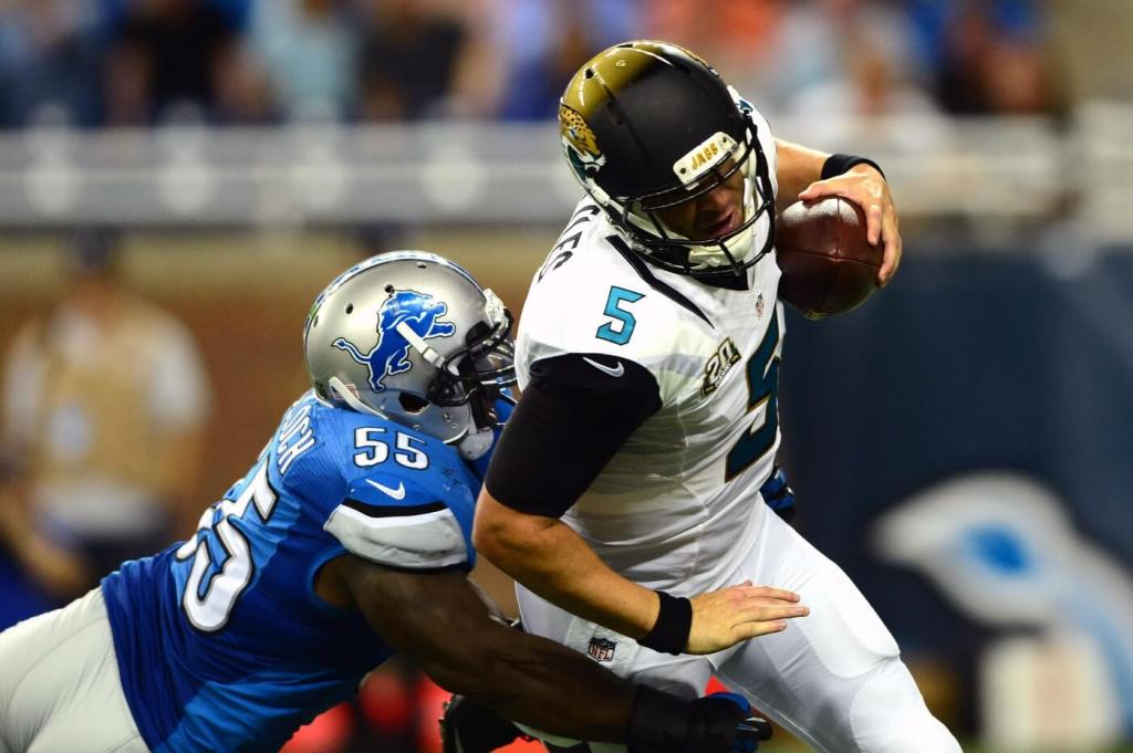 Jacksonville Jaguars quarterback Blake Bortles avoids being sacked by Detroit Lions middle linebacker Stephen Tulloch during the third quarter at Ford Field. Credit: Andrew Weber
