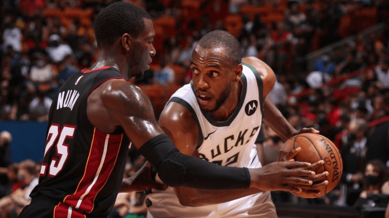 MIAMI, FL - MAY 29: Kendrick Nunn #25 of the Miami Heat plays defense on Khris Middleton #22 of the Milwaukee Bucks during Round 1, Game 4 of the 2021 NBA Playoffs on May 29, 2021 at American Airlines Arena in Miami, Florida. NOTE TO USER: User expressly acknowledges and agrees that, by downloading and or using this Photograph, user is consenting to the terms and conditions of the Getty Images License Agreement. Mandatory Copyright Notice: Copyright 2021 NBAE (Photo by Issac Baldizon/NBAE via Getty Images)