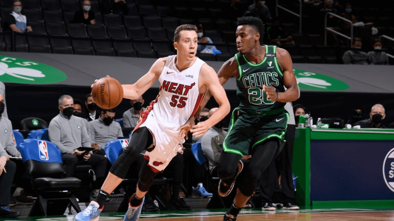 BOSTON, MA - MAY 10: Duncan Robinson #55 of the Miami Heat drives to the basket during the game against the Boston Celtics on May 10, 2021 at the TD Garden in Boston, Massachusetts. NOTE TO USER: User expressly acknowledges and agrees that, by downloading and or using this photograph, User is consenting to the terms and conditions of the Getty Images License Agreement. Mandatory Copyright Notice: Copyright 2021 NBAE (Photo by Brian Babineau/NBAE via Getty Images)