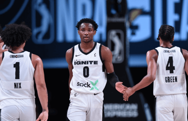 ORLANDO, FL - FEBRUARY 15: Jonathan Kuminga #0 of Team Ignite high-fives teammates during the game on February 15, 2021 at AdventHealth Arena in Orlando, Florida. NOTE TO USER: User expressly acknowledges and agrees that, by downloading and/or using this Photograph, user is consenting to the terms and conditions of the Getty Images License Agreement. Mandatory Copyright Notice: Copyright 2021 NBAE (Photo by Juan Ocampo/NBAE via Getty Images)