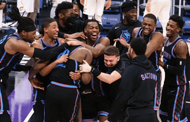 Mar 27, 2021; Sacramento, California, USA; Sacramento Kings forward Harrison Barnes (40) celebrates with teammates after scoring a three point basket at the buzzer to win the game against the Cleveland Cavaliers at Golden 1 Center. Mandatory Credit: Kelley L Cox-USA TODAY Sports