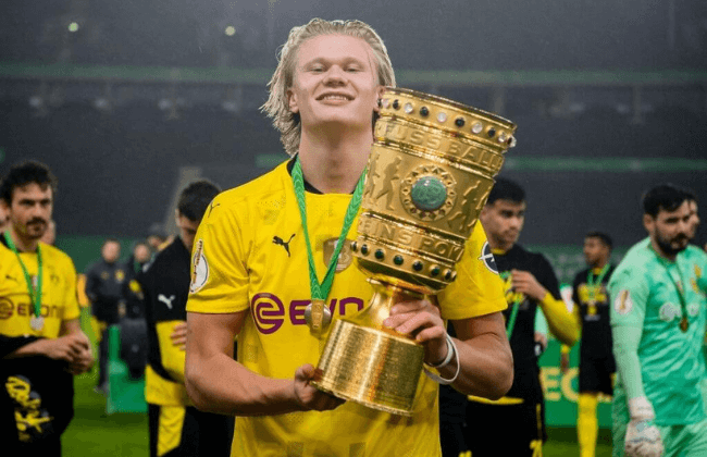 BERLIN, GERMANY - MAY 13: Erling Haaland of Borussia Dortmund poses with the trophy after the DFB Cup final match between RB Leipzig and Borussia Dortmund at Olympic Stadium on May 13, 2021 in Berlin, Germany. Sporting stadiums around Germany remain under strict restrictions due to the Coronavirus Pandemic as Government social distancing laws prohibit fans inside venues resulting in games being played behind closed doors.