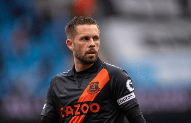 MANCHESTER, ENGLAND - MAY 23: GylfI Sigurdsson of Everton during the Premier League match between Manchester City and Everton at Etihad Stadium on May 23, 2021 in Manchester, England. A limited number of fans will be allowed into Premier League stadiums as Coronavirus restrictions begin to ease in the UK following the COVID-19 pandemic.