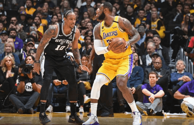 LOS ANGELES, CA - FEBRUARY 4: DeMar DeRozan #10 of the San Antonio Spurs guars LeBron James #23 of the Los Angeles Lakers during the game on February 04, 2020 at STAPLES Center in Los Angeles, California. NOTE TO USER: User expressly acknowledges and agrees that, by downloading and/or using this Photograph, user is consenting to the terms and conditions of the Getty Images License Agreement. Mandatory Copyright Notice: Copyright 2020 NBAE (Photo by Andrew D. Bernstein/NBAE via Getty Images)