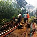 Kebakaran Di Desa Kota Bangun Ilir Kukar,Polsek Kota Bangun Berikan Bantuan