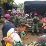 Lewat 2 Jalur MARINIR Terus Distribusikan Bantuan Kepada 566 Kepala Keluarga Desa Karang Harja