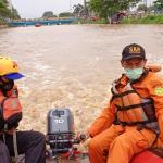 Pencarian Terhadap Korban Yang Tenggelam Di Tambun Selatan Dilanjutkan Esok Hari
