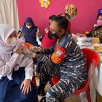 TNI AL Gencarkan Serbuan Vaksinasi Masyarakat Maritim Di Kepulauan Anambas Di Desa Ladan