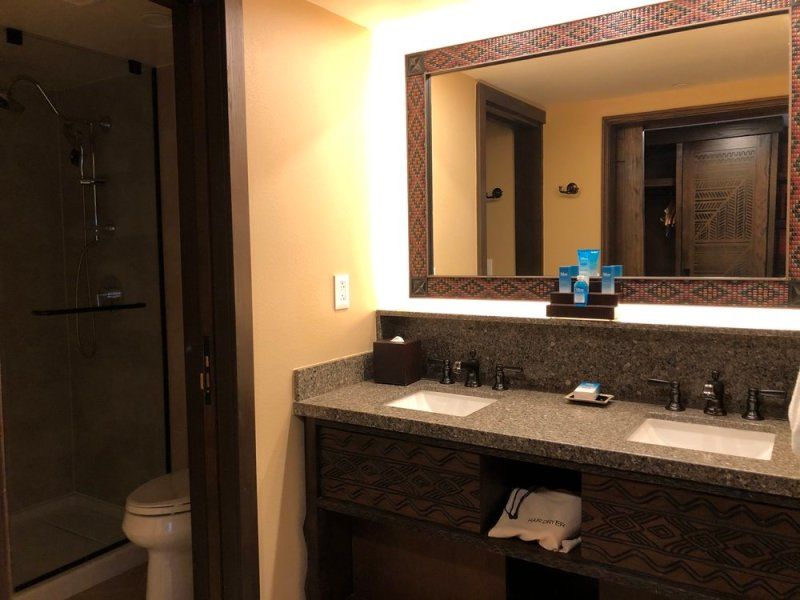 This image has an empty alt attribute; its file name is AKL-Refurbed-Savanna-View-Bathroom.jpg