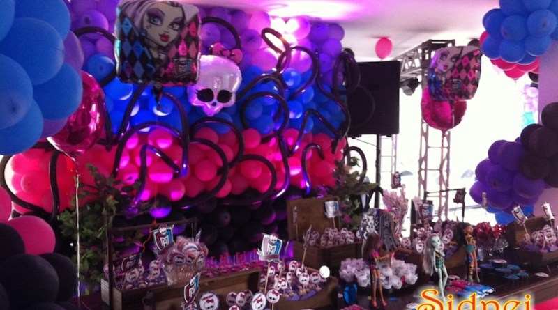 festa_mosnter_high_decoracao_de_festa_paineis_cenarios_totens_display_baloes_bolos_bolas_ monster high