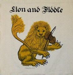 Lion and Fiddle Sign Banner, by Sidney Eileen, acrylic paint on raw cotton canvas, for Talon Crescent Wars, SCA.