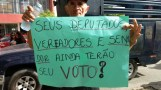 Popular protestando nesta sexta-feira em Caicó