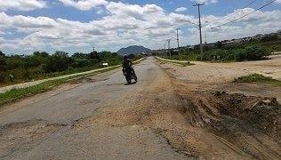 Buracos-na-estrada-de-Caicó-para-Jucurutu1