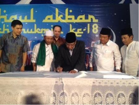 Ketua PBNU KH Said Agil Siradj bersama Bupati Sidoarjo Saiful Ilah dan Pemangku Pesantren Mukmin Mandiri KH M.  Zakki