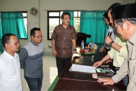 Nur Achmad Syaifudin (kiri), Abdul Kholik (tengah) dan Sullamul Hadi Nurmawan setelah ditetapkan sebagai calon yang akan diusung sebagai Ketua DPRD Sidoarjo